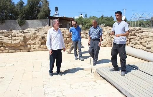 وزارة السياحة والآثار تستضيف مدير عمليات الأنروا بغزة في جولة على المواقع الأثرية
